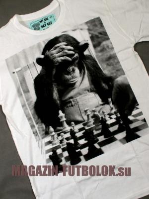 футболка с обезьяной и шахматами