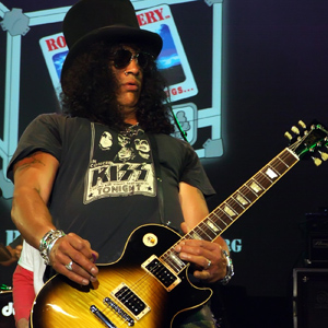 slash-kiss_20160404_1839231783.jpg