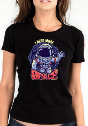 Женская футболка I Need More Space